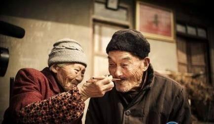 没有爱情的爱情故事(董千里)